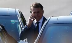 Presidente da República Jair Bolsonaro após conversar com apoiadores nesta manhã, sai do Palácio do Alvorada a caminho do Palácio do Planalto. Foto: Cristiano Mariz/Agência OGlobo