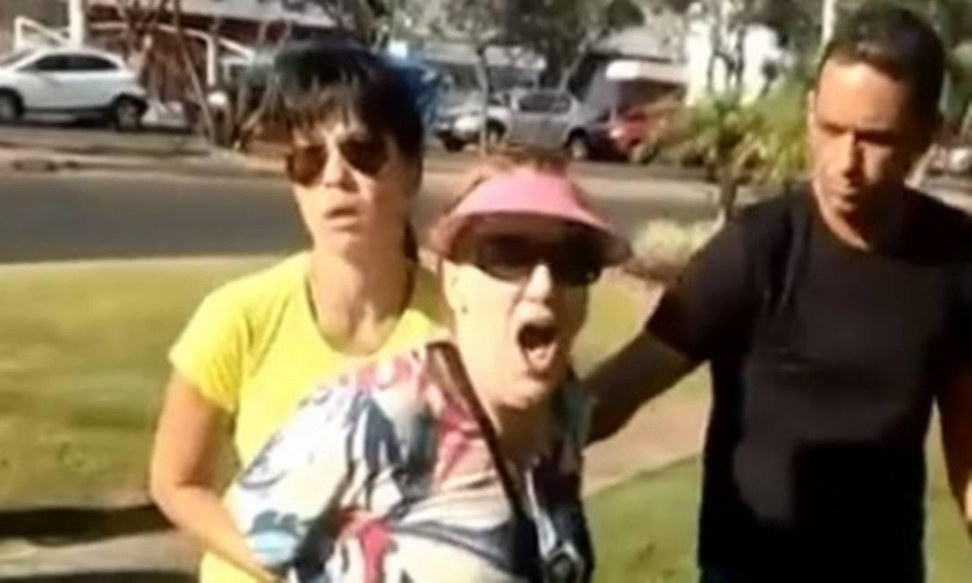 Mulher é presa após cometer injúria racial em Taguatinga, no DF Foto: Reprodução G1