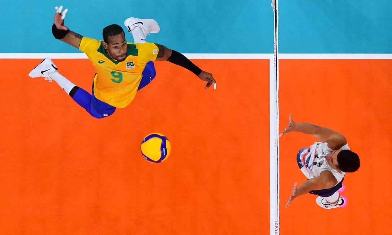 A seleção masculina de vôlei venceu os EUA por 3 sets a 1 Foto: ANTONIN THUILLIER / AFP
