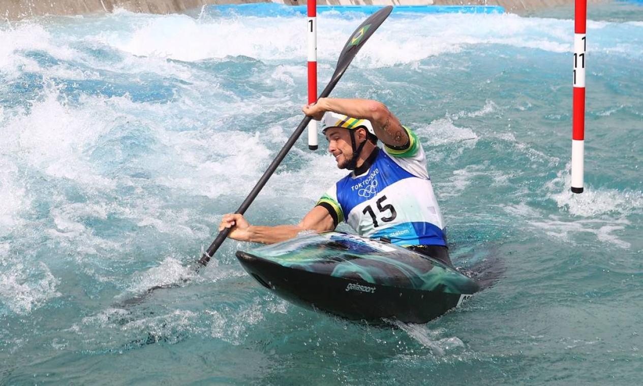 Pedro Gonçalves, o Pepê, terminou em 11º a prova semifinal de canoagem slalom, ficando fora da final Foto: STOYAN NENOV / REUTERS