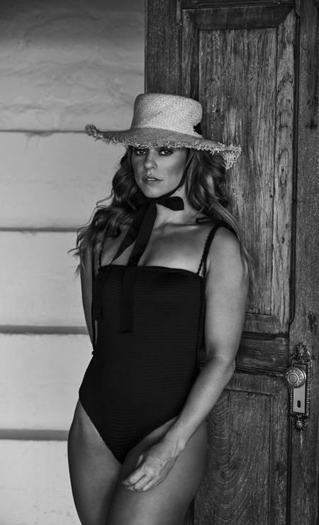 Paolla Oliveira veste maiô Feline Beachwear, chapéu Zara Foto: Fe Pinheiro / Arquivo