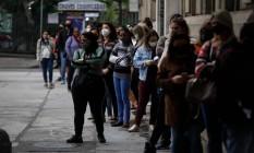 Fila da vacinação no posto do Museu da República, no Catete Foto: Brenno Carvalho/ Agência O Globo