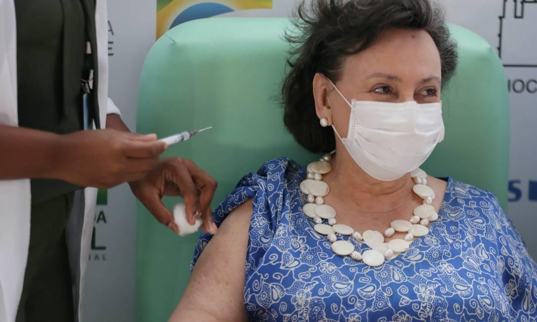 Dalcomo foi vacinada em janeiro, na sede da Fiocruz, em Manguinhos, Zona Norte do Rio Foto: Cléber Júnior / Agência O Globo