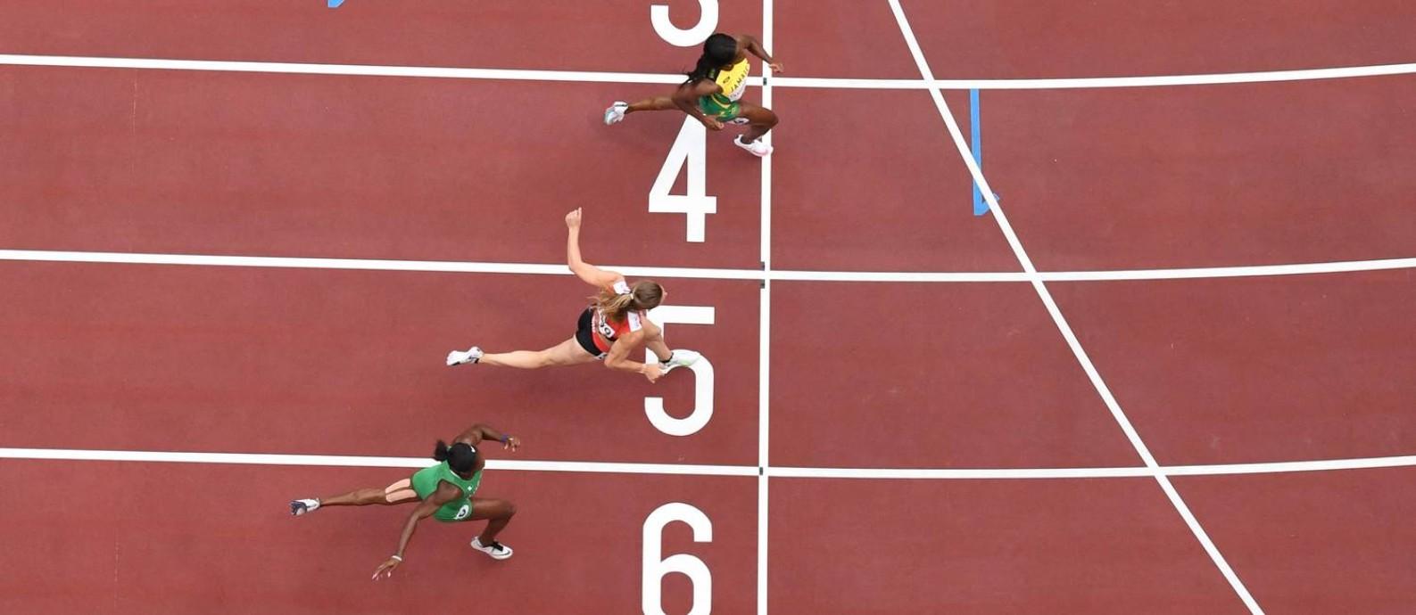 Shelly-Ann Fraser-Pryce, na raia 4, é uma das candidatas ao ouro olímpico em Tóquio Foto: JEWEL SAMAD / AFP