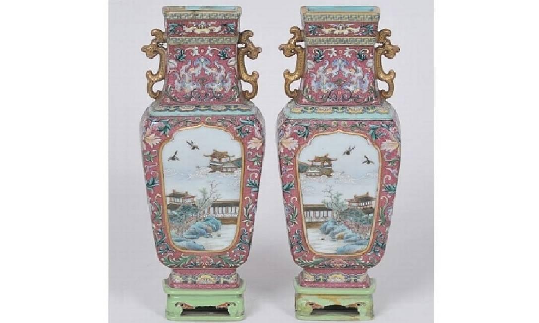 Par de vasos chineses do século XVII foi vendido por R$ 6,3 milhões Foto: Reprodução / Leiloeira Andréa Diniz