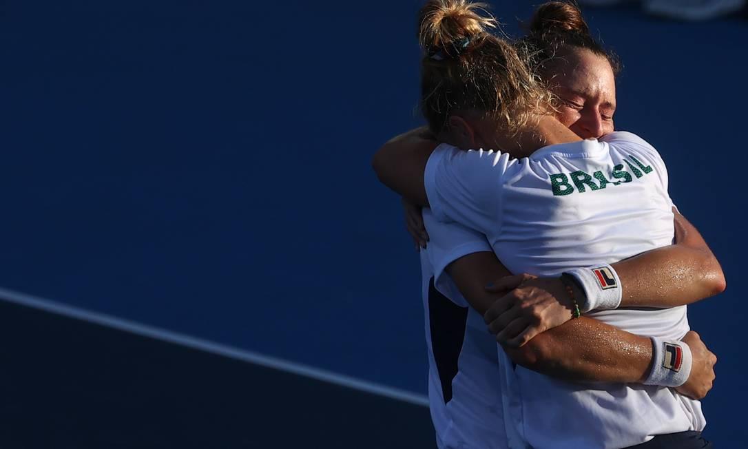 Laura Pigossi e Luisa Stefani conquistaram bronze inédito para o Brasil Foto: YARA NARDI / REUTERS
