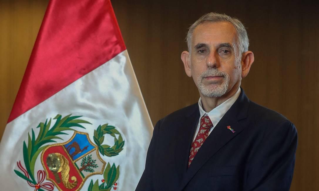 O economista Pedro Francke, ao tomar posse como ministro da Economia e Finanças do Peru Foto: ALBERTO ORBEGOSO / AFP/Governo do Peru