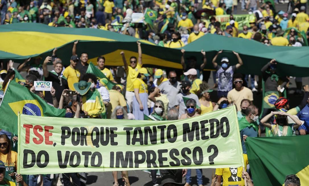 Manifestantes fazem protesto na Esplanada dos Ministérios, em Brasíia, a favor de Jair Bolsonaro e pelo voto impresso Foto: Cristiano Mariz / Agência O Globo