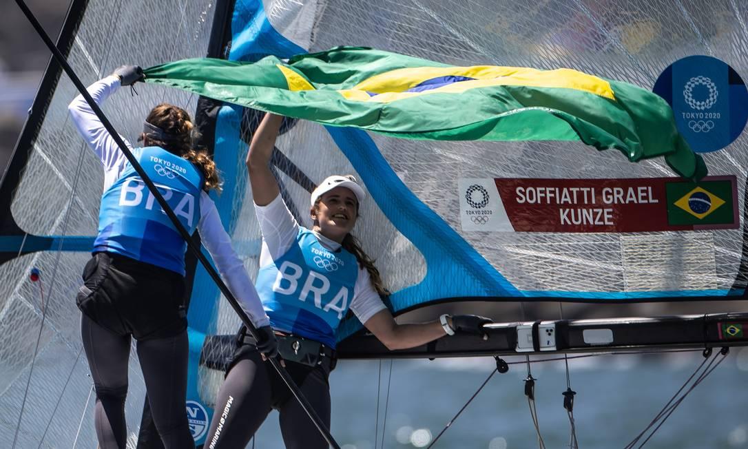 Martine Grael e Kahena Kunze conquistam o ouro na classe 49er FX da vela e são bicampeãs em Enoshima Yacht Harbor Foto: Jonne Roriz / Agência O Globo