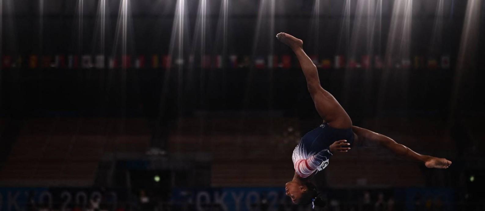 Simone Biles se apresenta na final da trave e conquista o bronze Foto: JEFF PACHOUD / AFP