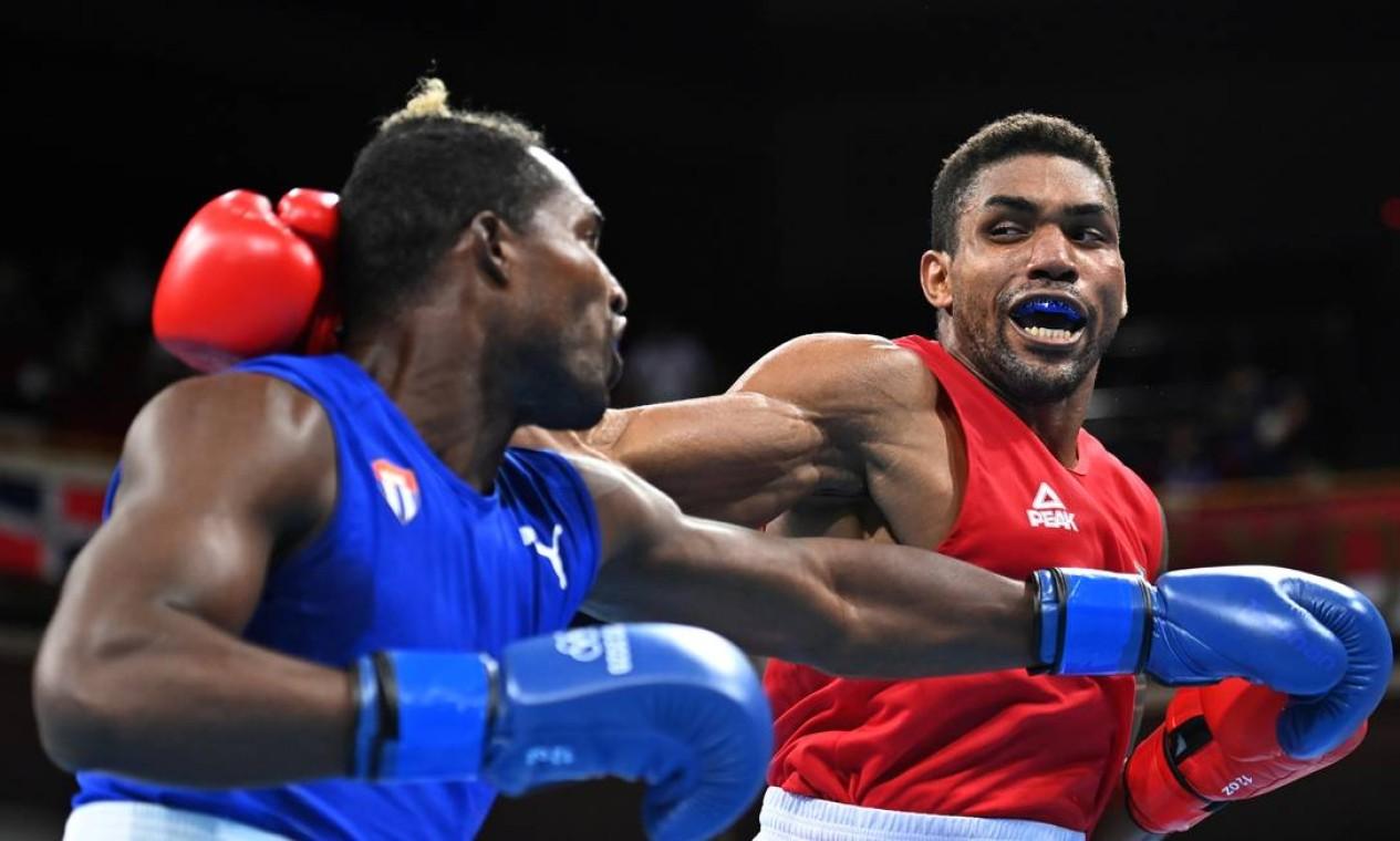 Abner Teixeira ficou com o bronze após derrota para o cubano Julio César La Cruz na semifinal da categoria peso-pesado de boxe Foto: LUIS ROBAYO / Pool via REUTERS