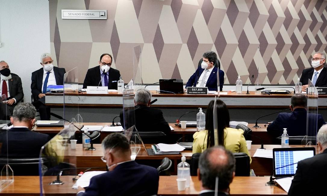 PF abre inquérito para apurar vazamento de depoimentos sigilosos enviados à CPI da Covid