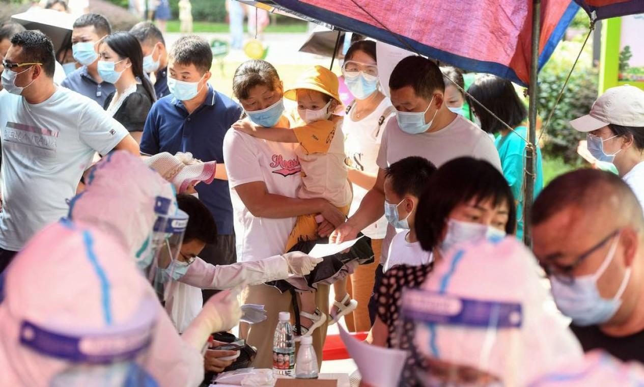 Apesar da alta taxa de vacinação e das medidas restritivas, mais de 400 pessoas em 18 das 22 províncias do país já foram infectadas com a variante Delta, mais contagiosa, nas últimas duas semanas Foto: STR / AFP