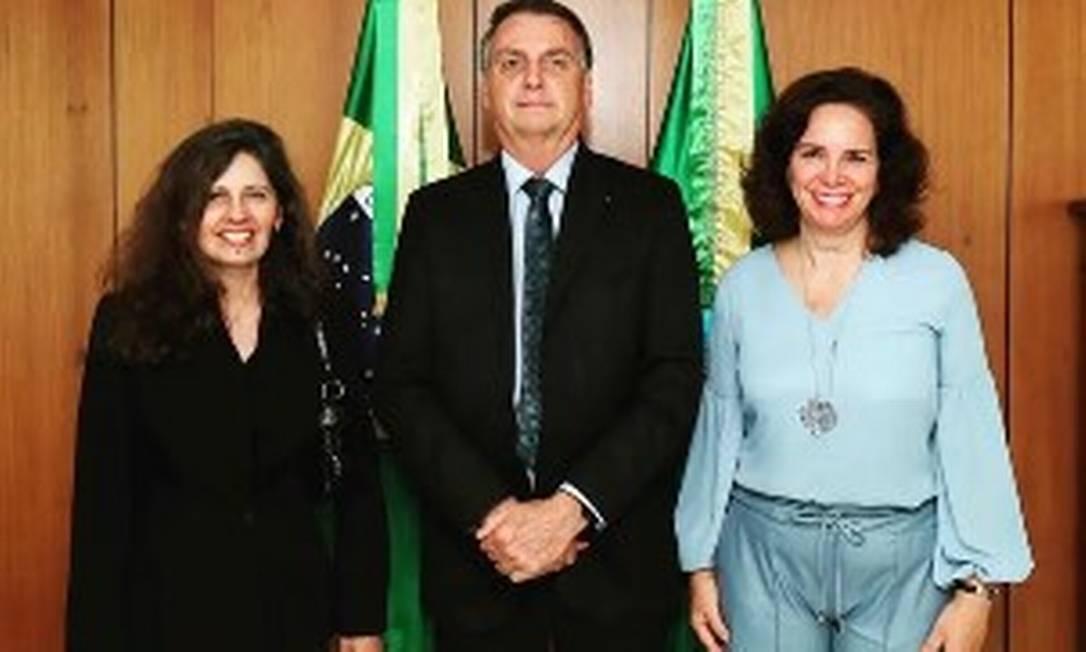 A médica Maria Emília Gadelha Serra (dir.) registrou o encontro com Bolsonaro em seu Instagram Foto: Reprodução