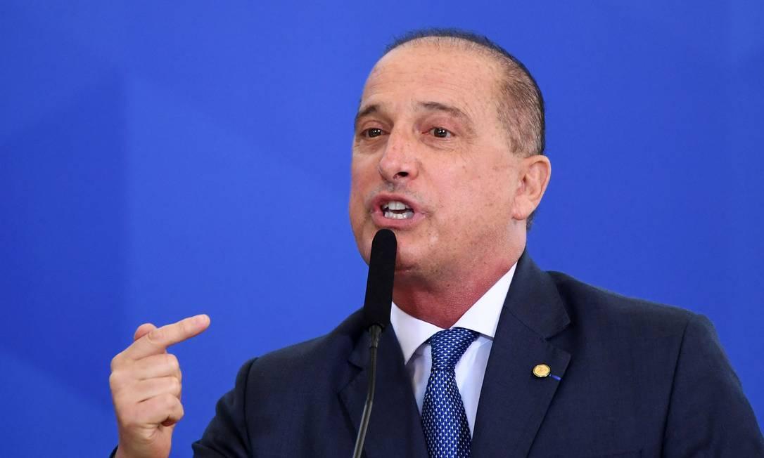 Novo ministro do Trabalho defende a contratação por prefeituras sem carteira assinada Foto: EVARISTO SA / AFP