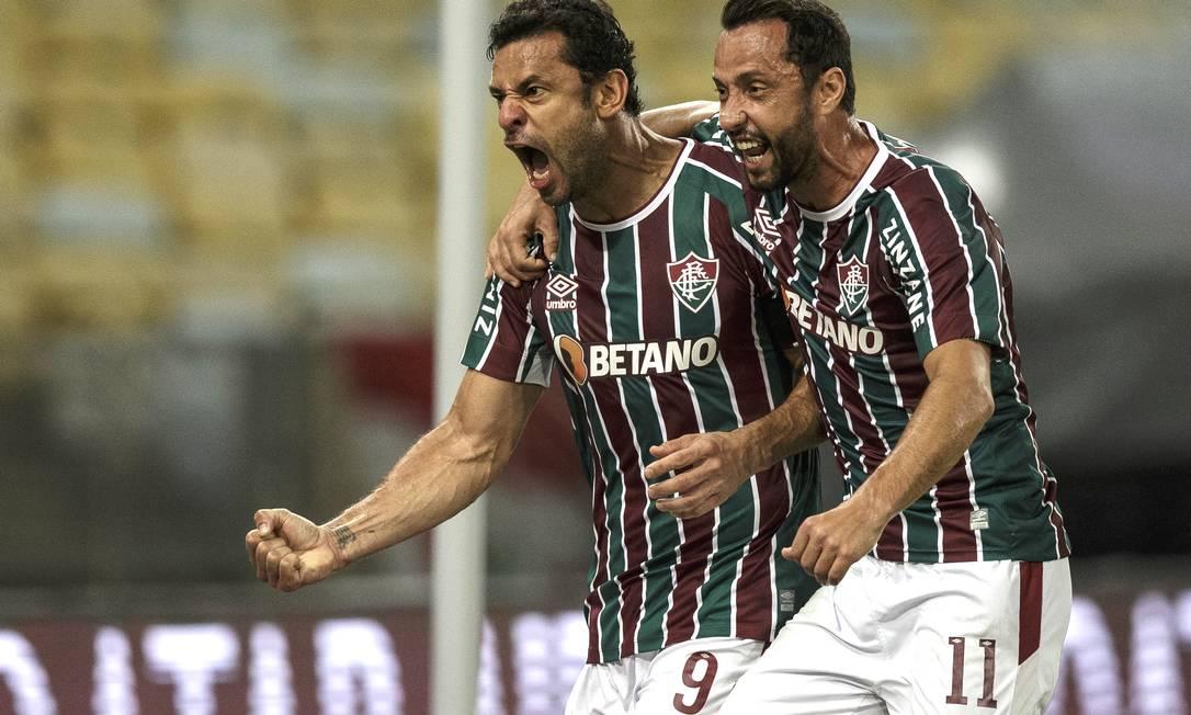 Fred comemora gol de pênalti com Nenê Foto: Alexandre Cassiano / Agência O Globo