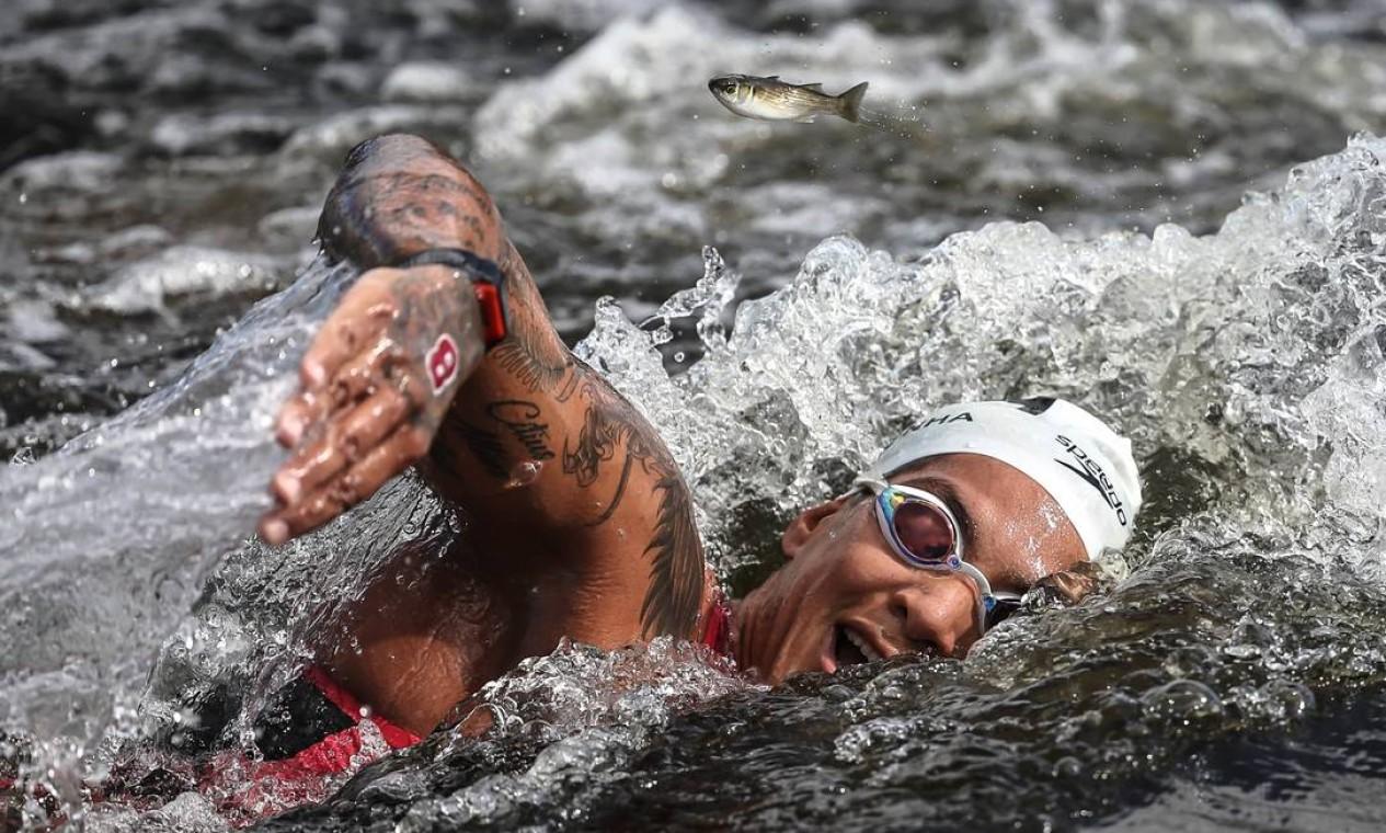 Ana Marcela Cunha durante maratona aquatica em Tóquio Foto: Jonne Roriz / COB