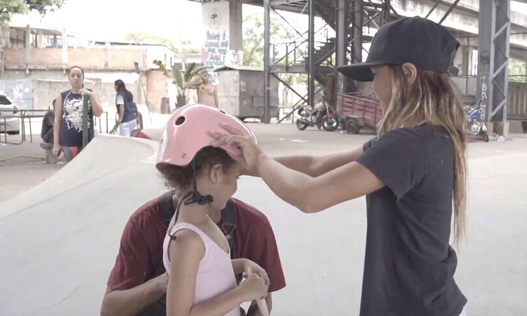 Medalhista, Sky Brown já doou premiação para crianças da Maré e treinou em projeto social no Rio