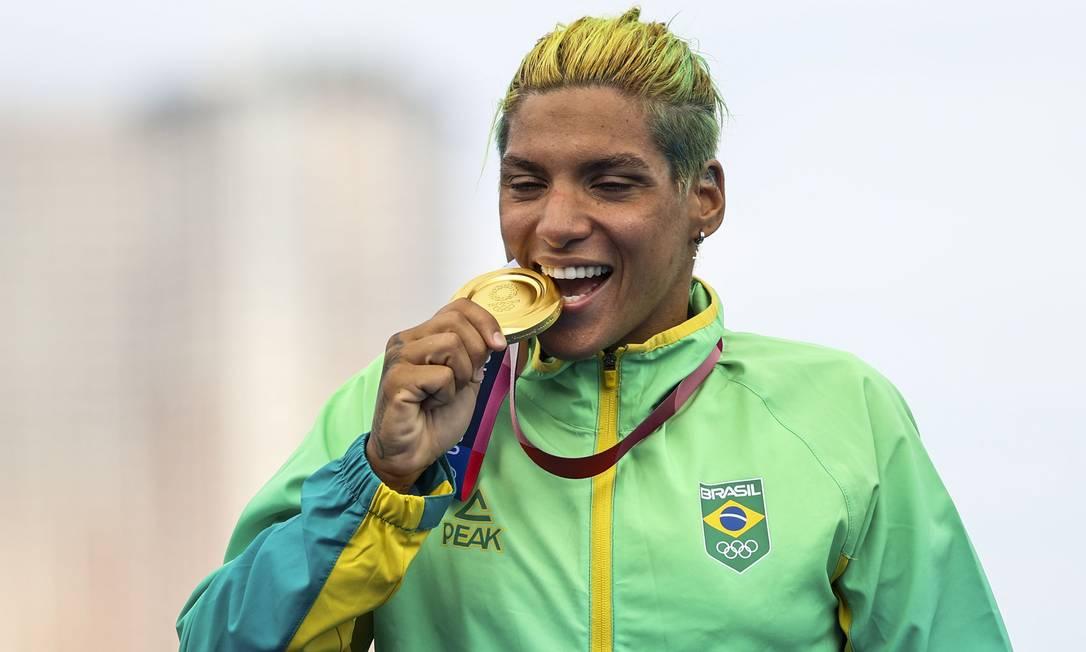 Ana Maracela Cunha conquista ouro inédito em águas abertas Foto: LEONHARD FOEGER / REUTERS