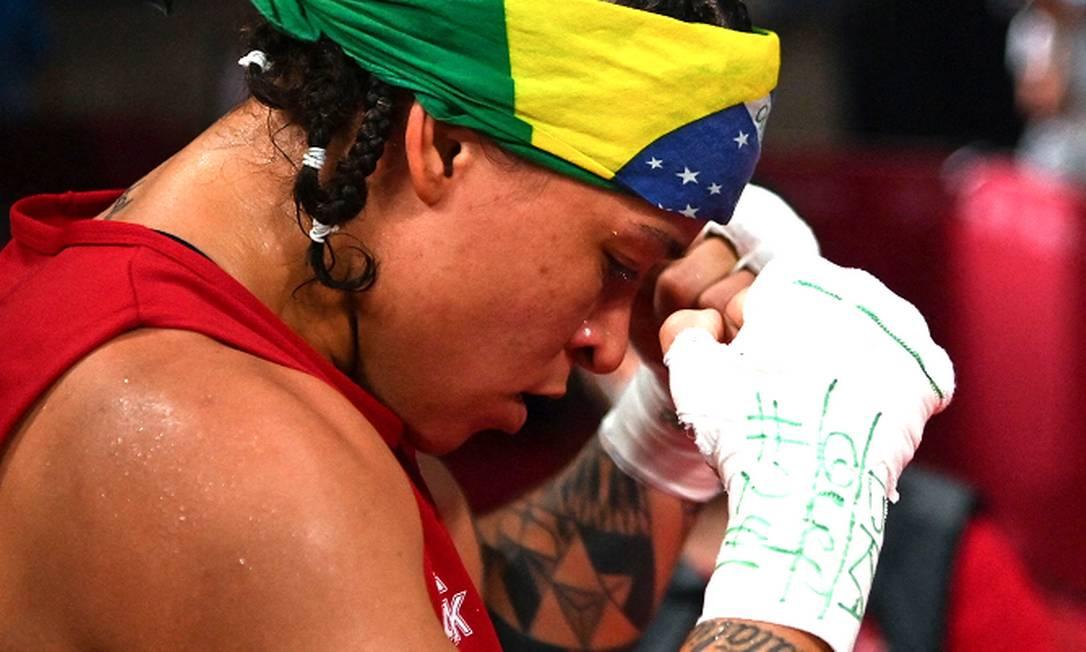 Beatriz Ferreira, em Tóquio, após a vitória das quartas de final Foto: LUIS ROBAYO / AFP
