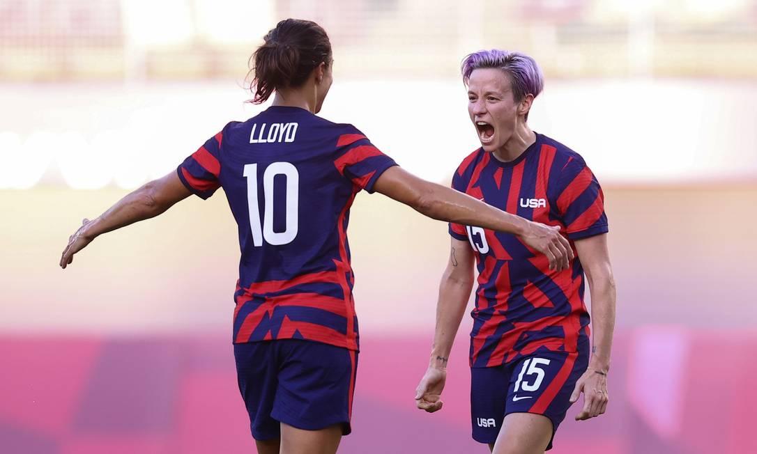 Carli Loyd e Megan Rapinoe comemoram gol na vitória de 4 a 3 dos EUA sobre a Austrália Foto: EDGAR SU / REUTERS