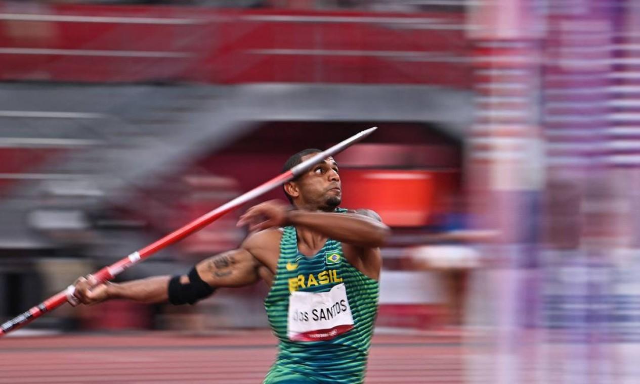 O brasileiro Felipe dos Santos terminou em 18º no decatlo. No evento, que combina dez provas do atletismo, ele somou 7.880 pontos e ficou distante das primeiras posições Foto: BEN STANSALL / AFP
