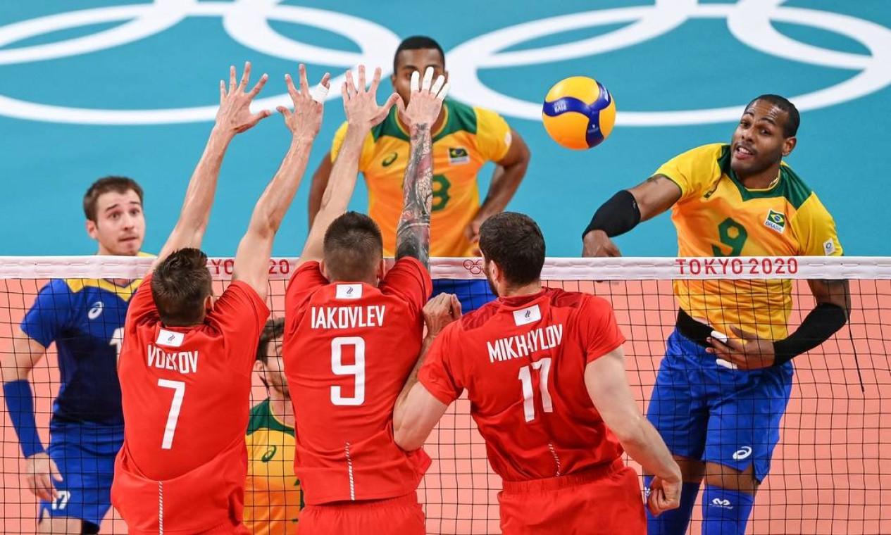 A Seleção Brasileira de vôlei perdeu o quarto por 25-23 e está fora da final olímpica Foto: YURI CORTEZ / AFP