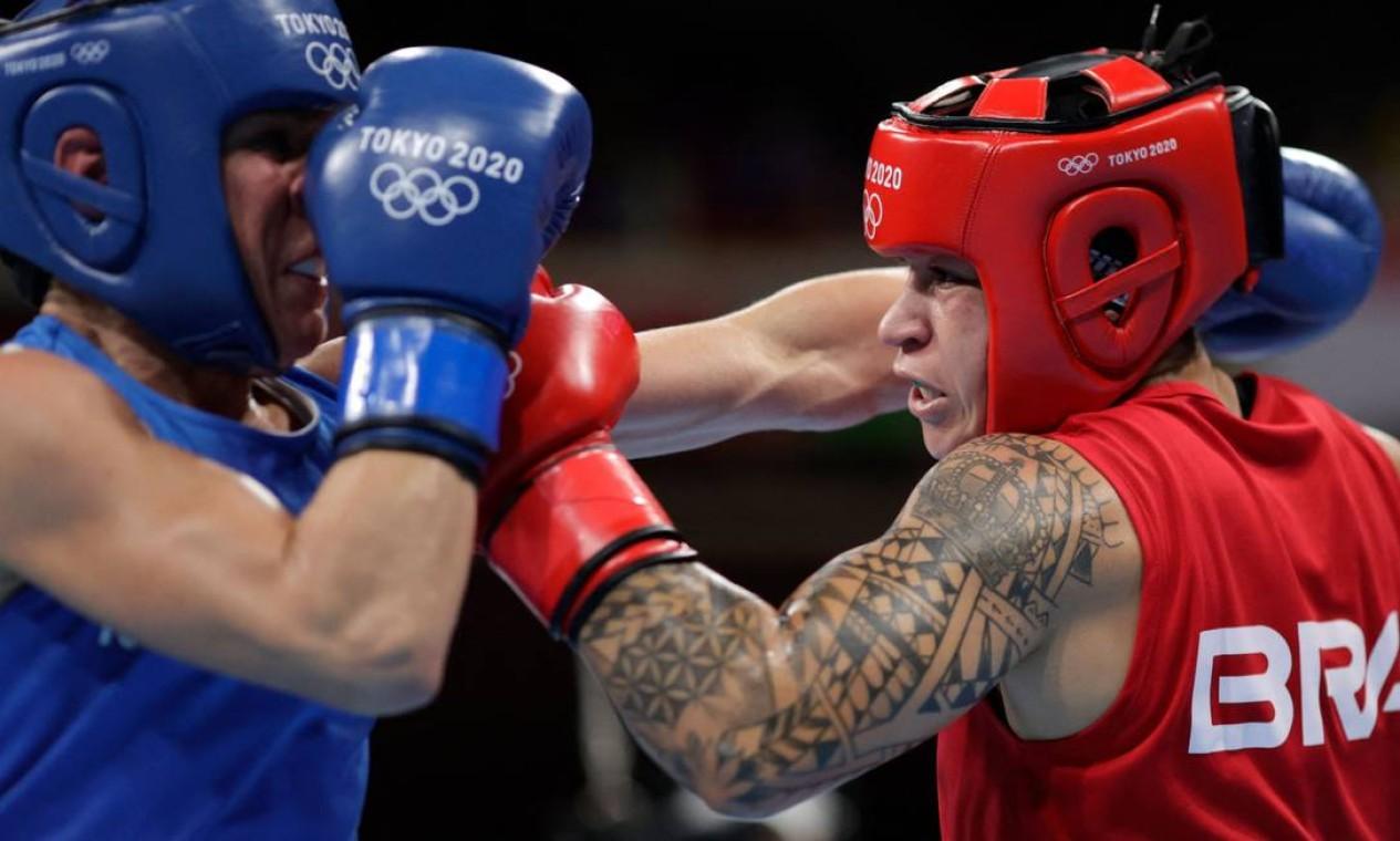 Beatriz Ferreira venceu a finlandesa Mira Porkonen e vai para a briga pelo ouro do boxe contra a irlandesa Kellie Harrington Foto: UESLEI MARCELINO / AFP