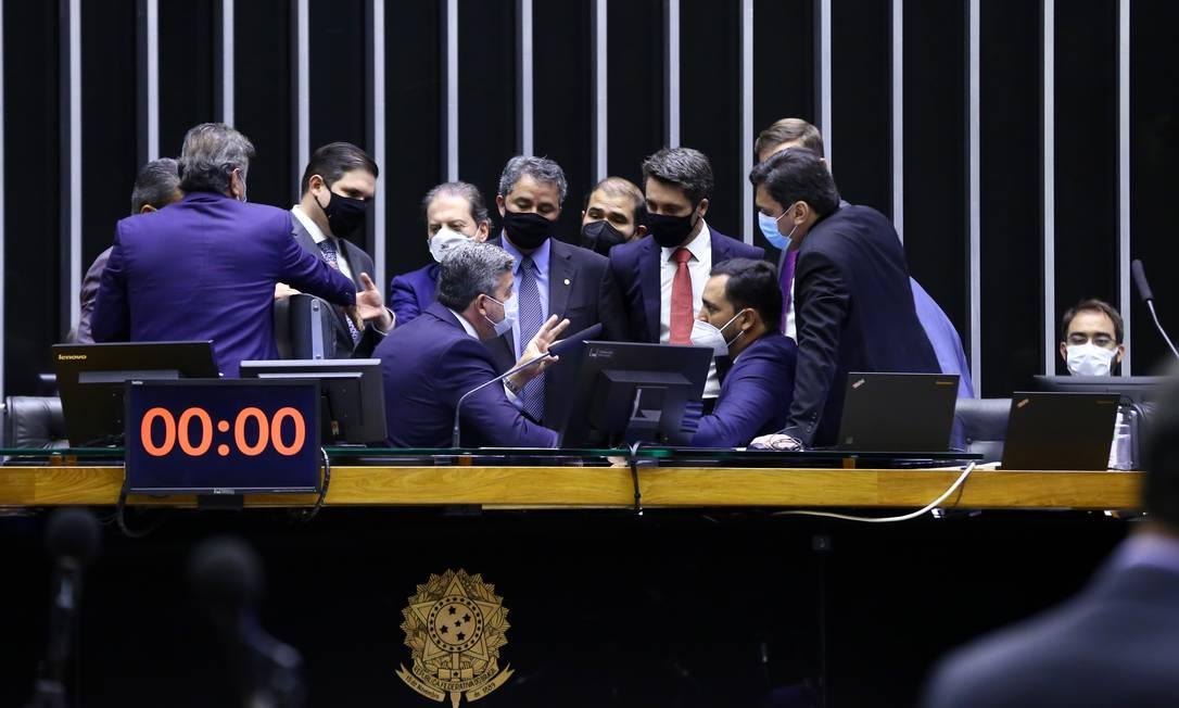 Câmara aprova projeto que permite a privatização dos Correios; texto segue para o Senado - Jornal O Globo