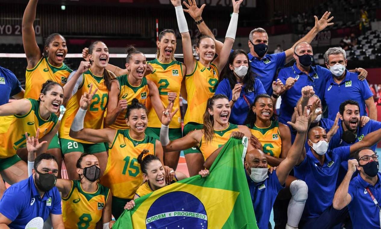 A seleção feminina atropelou a Coreia do Sul por 3 sets a 0 e está na final olímpica contra os Estados Unidos Foto: YURI CORTEZ / AFP
