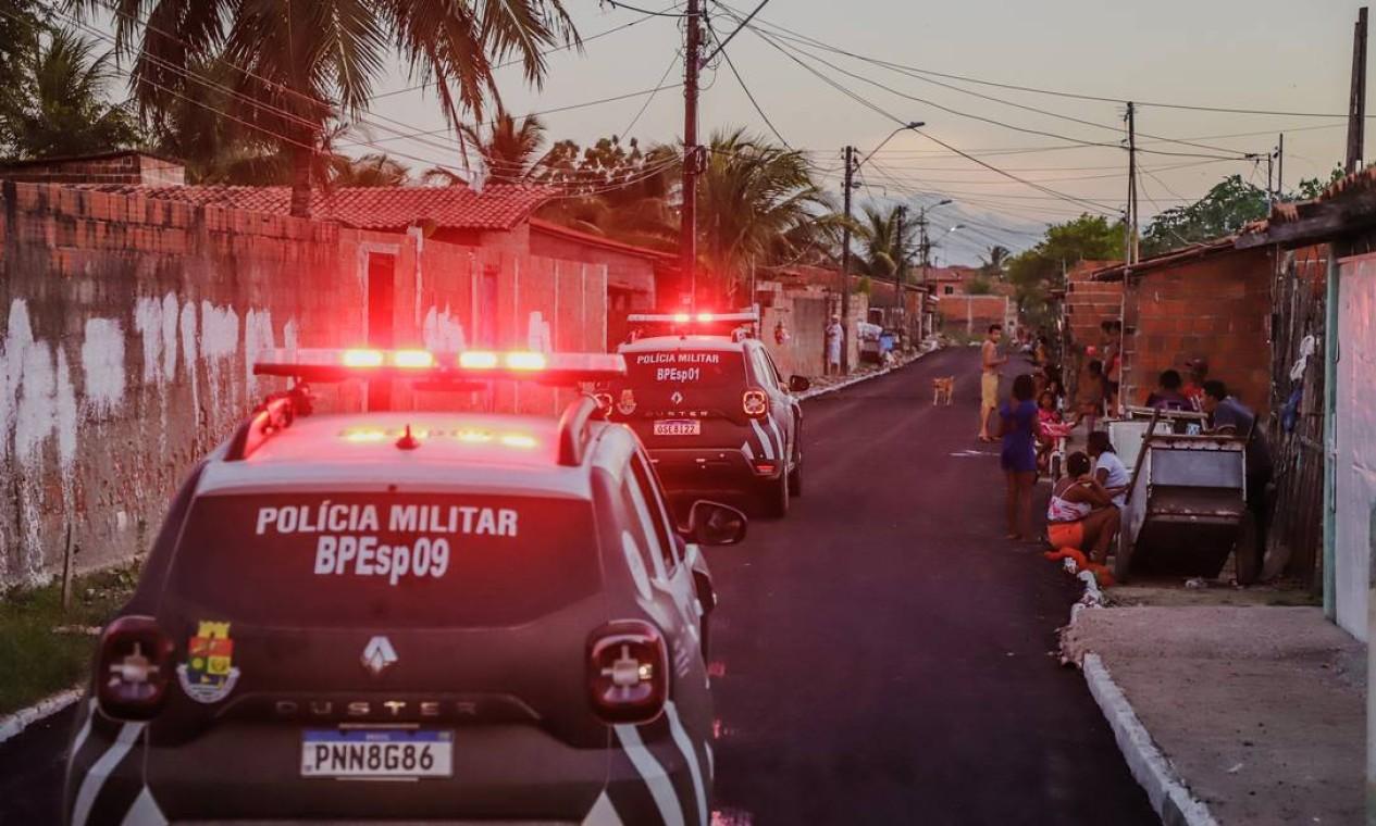 A Policia Militar reforçou o patrulhamento na comunidade do Uga-uga após facção criminosa expulsar 50 famílias de suas casas Foto: Mateus Dantas