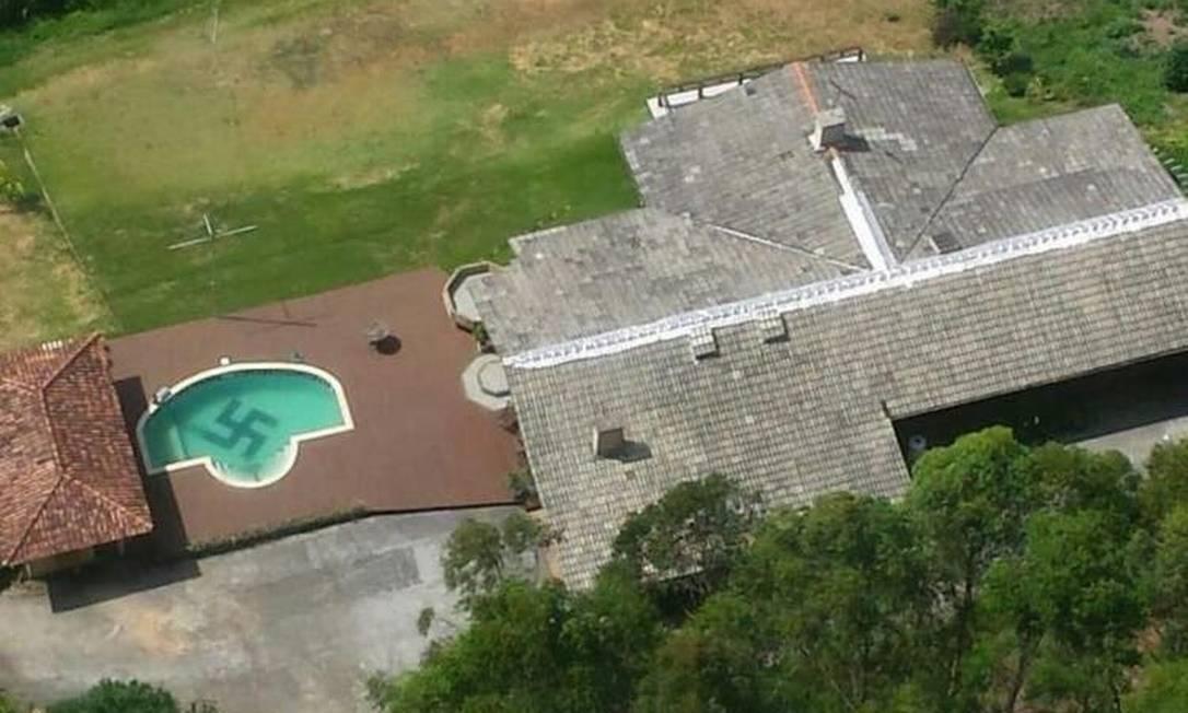 Homem tinha suástica na piscina de casa, em Santa Catarina Foto: Reprodução