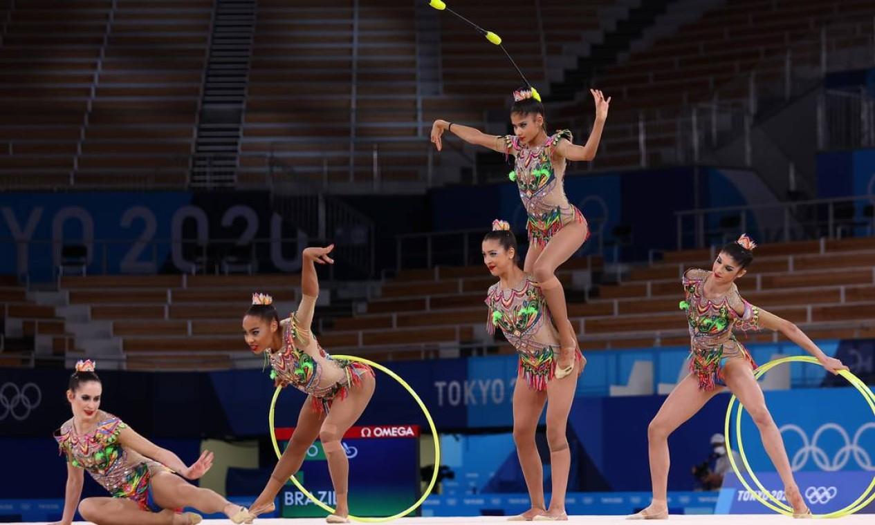 O quinteto brasileiro não passou nas classificatórias da Ginastica Rítmica e está fora dos Jogos de Tóquio Foto: MIKE BLAKE / REUTERS