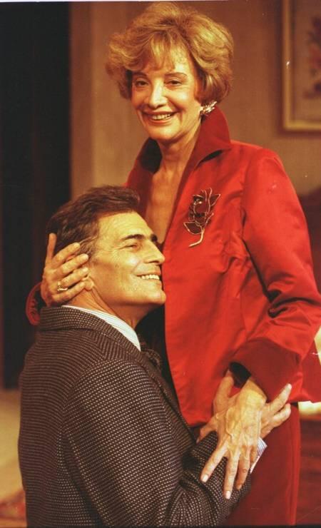 O casal na peça 'E continua tudo bem', em 1996 Foto: Guto Costa / Agência O Globo