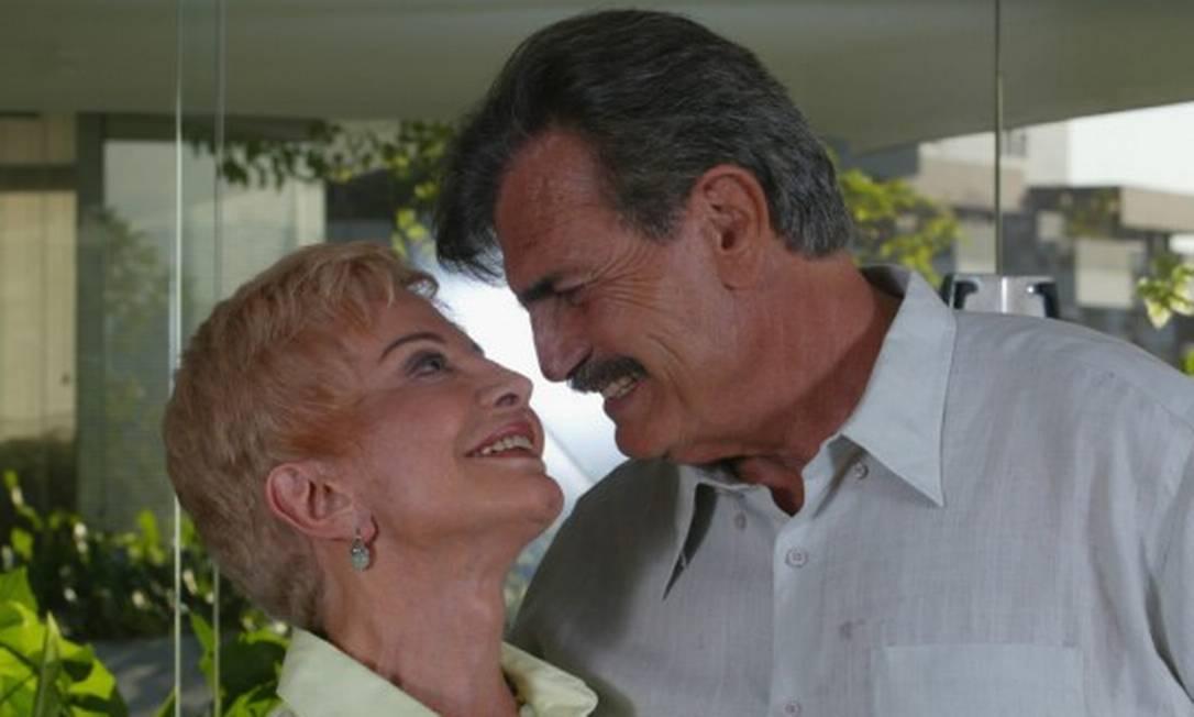 O casal Glória Menezes e Tarcísio Meira: artistas contraíram Covid-19 juntos Foto: Carlos Ivan / Agência O Globo