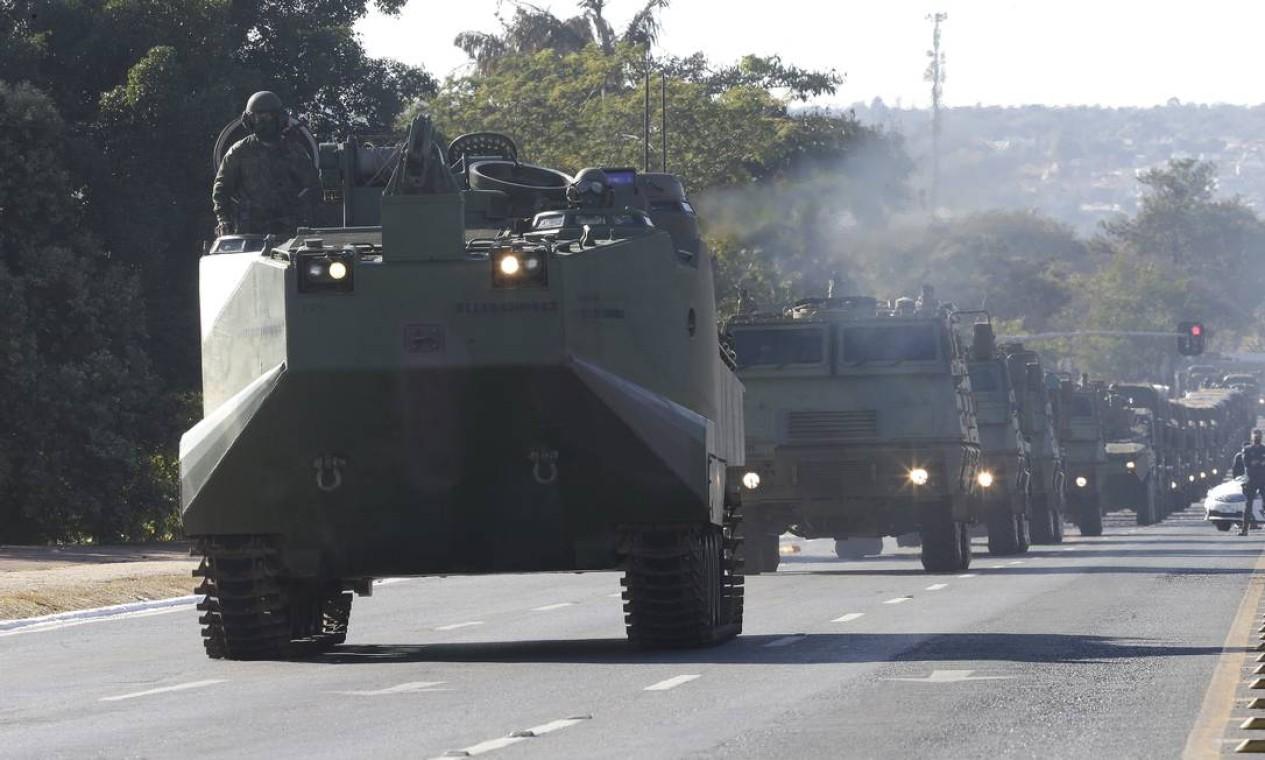 Oposição e até aliados do governo analisaram o desfile como tentativa de intimidação Foto: Cristiano Mariz / Agência O Globo - 09/08/2021