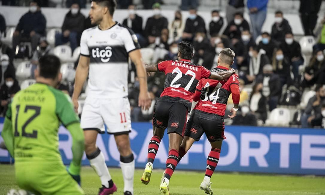 BH e Arrascaeta comemoram Foto: Alexandre Vidal / Flamengo