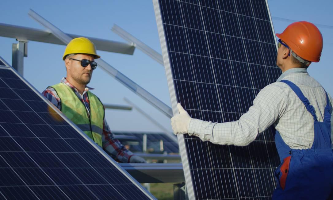 Diferencial. A instalação de placas fotovoltaicas tem sido mais comum em casas ou coberturas Foto: Getty Images/iStockphoto