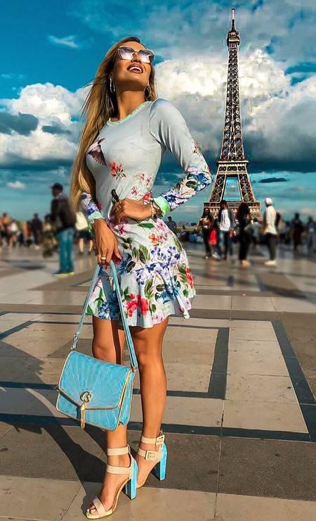 Laís Crisóstomo Aguiar posa em Paris Foto: Reprodução