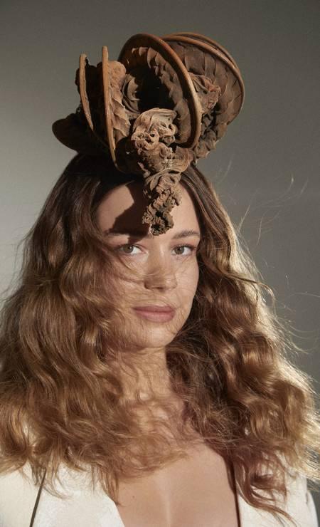 Leandra Leal: acessório de cabeça (acervo da stylist) Foto: Cassia Tabatini