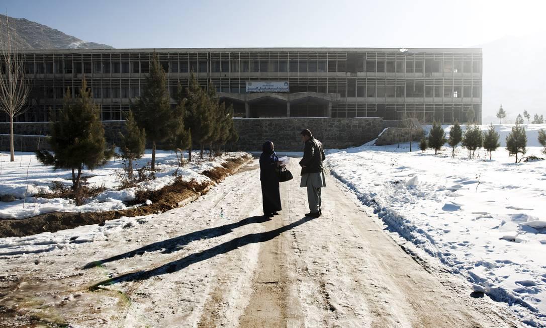 O Instituto de Automecânica, escola de engenharia construída pelos soviéticos em Cabul e que nunca chegou a funcionar, em meio à guerra constante Foto: ANDREA BRUCE / NYT/29-2-2012