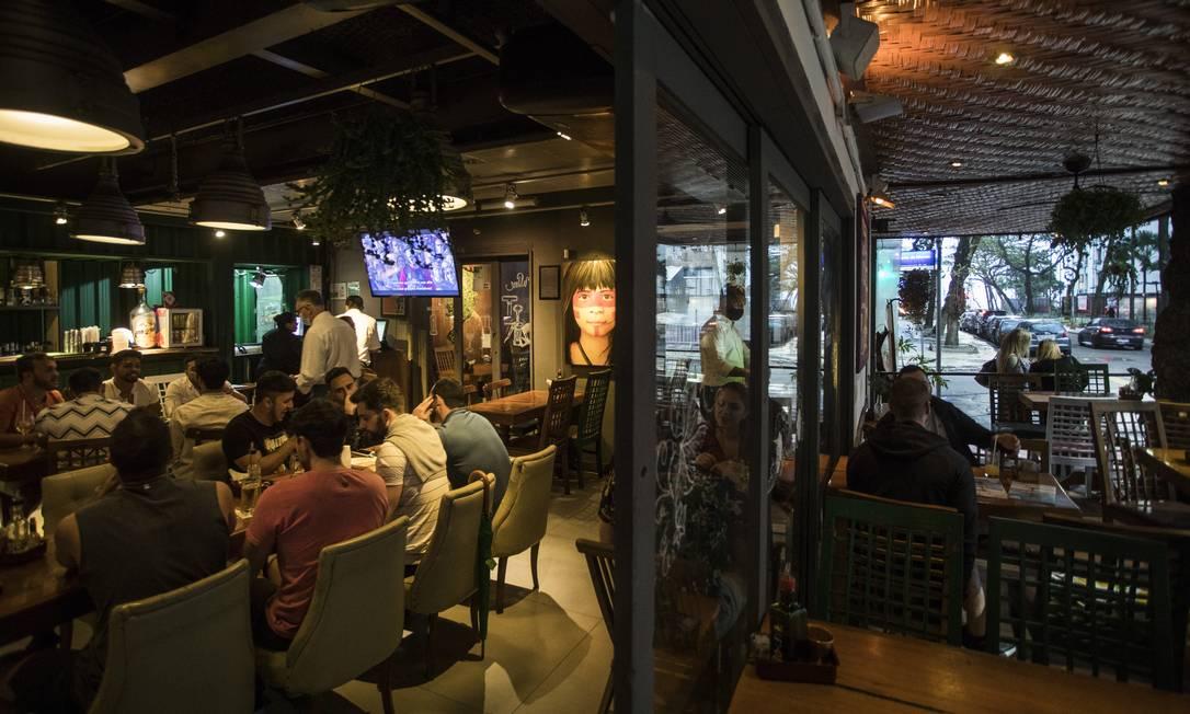 RI Rio de Janeiro, RJ 12/08/2021 PANDEMIA CORONAVÍRUS - Retomada de bares e restaurantes. Na foto o bar Rayz, na Rua Farme de Amoedo em Ipanema. Foto Guito Moreto / Agência O Globo Foto: Guito Moreto / Agência O Globo