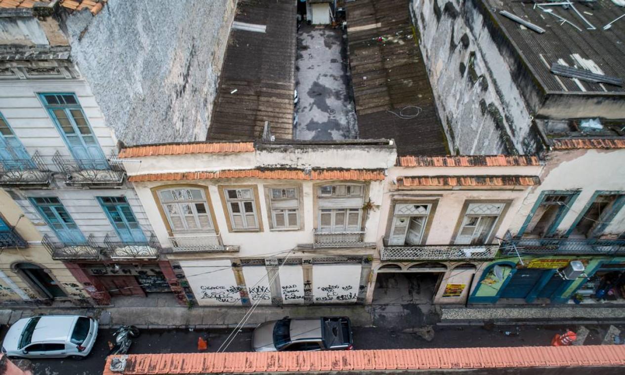 RI - Rio de Janeiro, RJ. 13/08/2021 - Casarões tombados e abandonados no Rio. Na foto: Casa de Machado de Assis, no Centro - Rua dos Andradas 147 Rio de Janeiro - RJ. (Drone) Fotografia: Brenno Carvalho / Agência O Globo. Foto: Brenno Carvalho / Agência O Globo