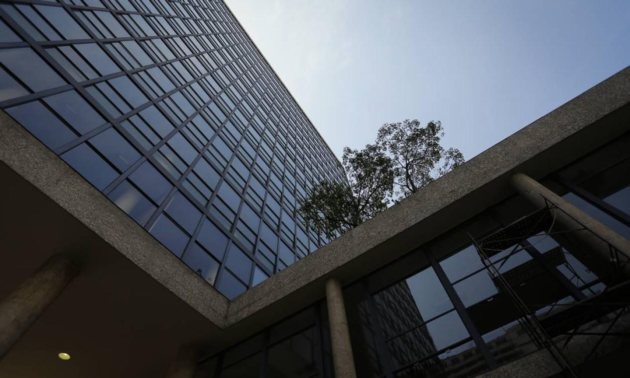Palácio Gustavo Capanema: possível venda da joia modernista no Rio é alvo de protestos de arquitetos e urbanistas Foto: Pablo Jacob / Agência O Globo