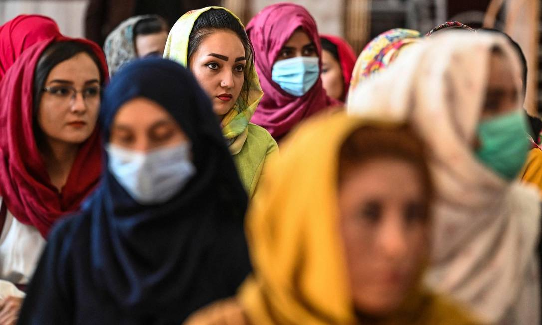 Em Cabul, mulheres afegãs participam de encontro contra as violações do Talibã Foto: SAJJAD HUSSAIN / AFP/2-8-21