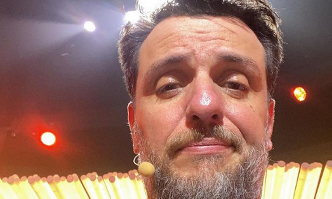 Ator Rodrigo Lombardi nos bastidores de 'The masked singer' Foto: Instagram / Reprodução