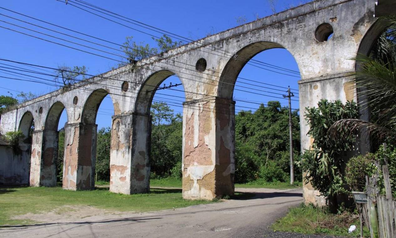 O trecho final do aqueduto que fica na Colônia Juliano Moreira, usado para abastecer a fazenda que existia no local, foi tombado pelo Instituto do Patrimônio Histórico e Artístico Nacional (Iphan) em 1938 Foto: Divulgação