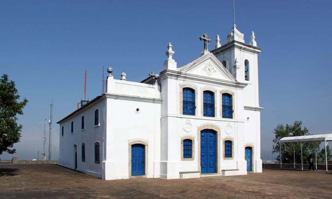 Construída em 1664, a Igreja de Nossa Senhora da Penna é uma das mais antigas do Rio. A 170 metros de altura e circundada pelos pelos maciços da Tijuca e da Gávea, oferece uma vista panorâmica de Jacarepaguá Foto: Divulgação
