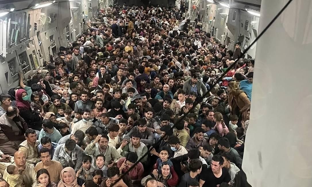 Aeronave C-17 Globemaster III dos EUA transporta 823 afegãos em fuga de Cabul após tomada pelo Talibã Foto: CAPT. CHRIS HERBERT / AFP/15-08-2021