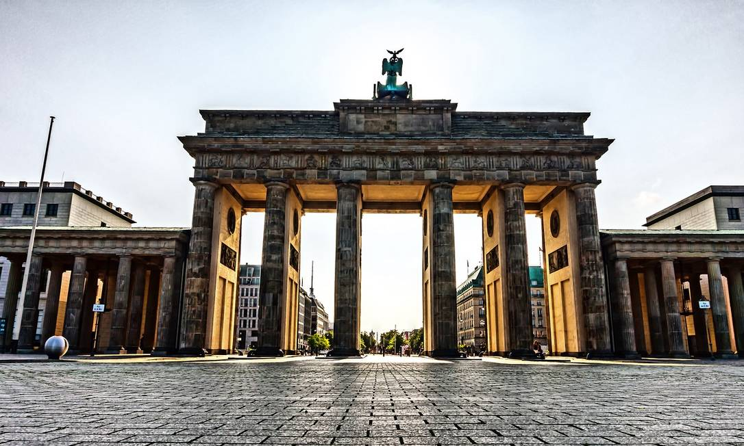 O Portão de Brandemburgo, um dos símbolos de Berlim, a capital da Alemanha: país passa a permitir a entrada de turistas brasileiros totalmente vacinados contra a Covid-19 Foto: Achim Scholty / Pixabay / Reprodução